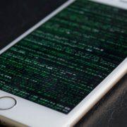 هک تلفنهای آیفون در چین باعث سرقت پول مشتریان شد
